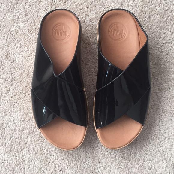 d20e6740ad90 Fitflop Shoes - Fitflop black patent leather sandals sz 6